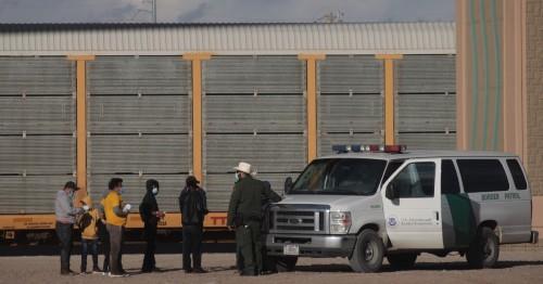 Border Patrol Agent talks with migrants
